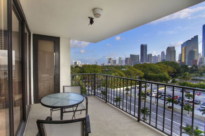 Brickell Downtown Condo For Sale At 1901 Brickell Avenue B712