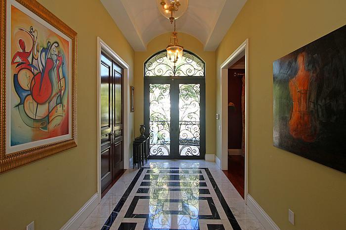 13052 Zambrana Foyer