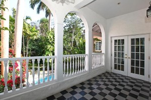 3901 Braganza Avenue balcony