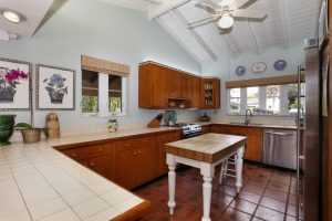 6800 San Vicente kitchen