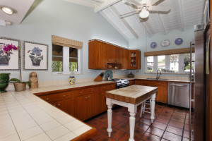 6800 San Vicente kitchen