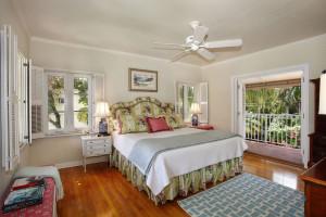 6800 San Vicente master bedroom