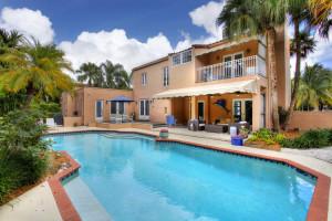 6800 San Vicente pool